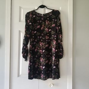 👗 FLORAL DRESS WOTH CUTOUTS ON ARMS